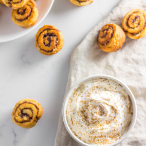 cinnamon roll low carb cream cheese dip