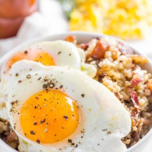 keto bacon and egg breakfast bowl