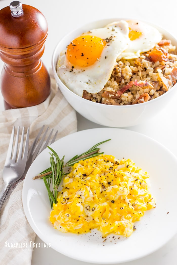 keto bacon and egg breakfast bowl with scrambled eggs and cauliflower rice