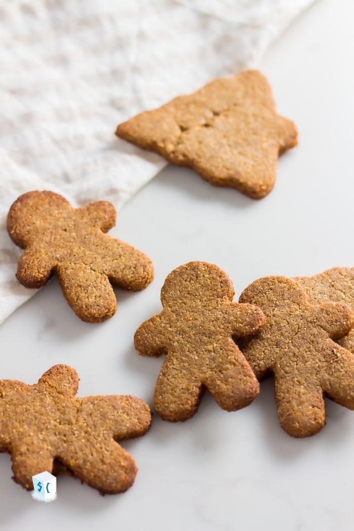 Crispy Keto Gingerbread Cookies