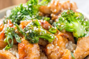 chicken broccoli stir fry on top of rice