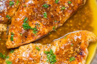 pan of garlic butter chicken breast